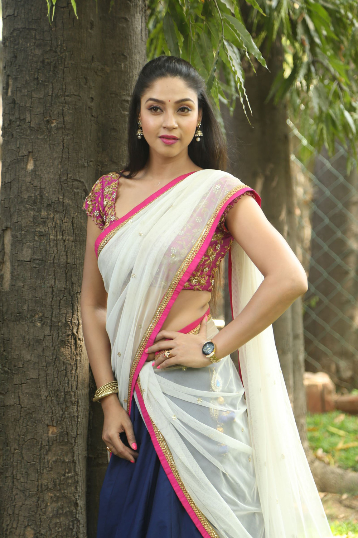 Angana Roy in half saree-HQ-Photo-19