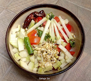 Knolkol and Sprouted green gram Salad