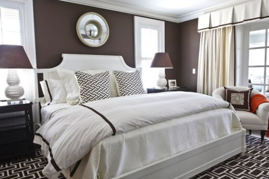 Imbiancare casa idee colori pareti il marrone scuro e i for Parete camera da letto tortora