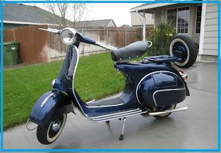 siapa sih yang tidak mengenal dengan sepeda motor yang berasal dari negara italia yakni v 3 Benda Wajib Yang Harus Ada Di Vespa Jadul