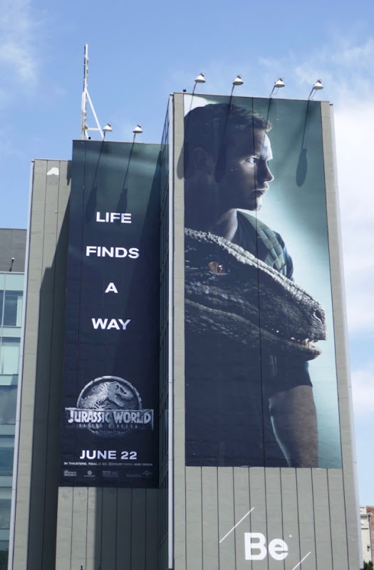 Chris Pratt Jurassic World Fallen Kingdom billboard