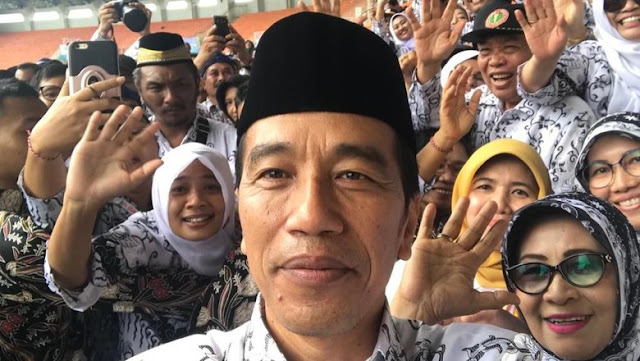 Jokowi: Guru Profesi Mulia, Tak Bisa Diganti Mesin Secanggih Apapun