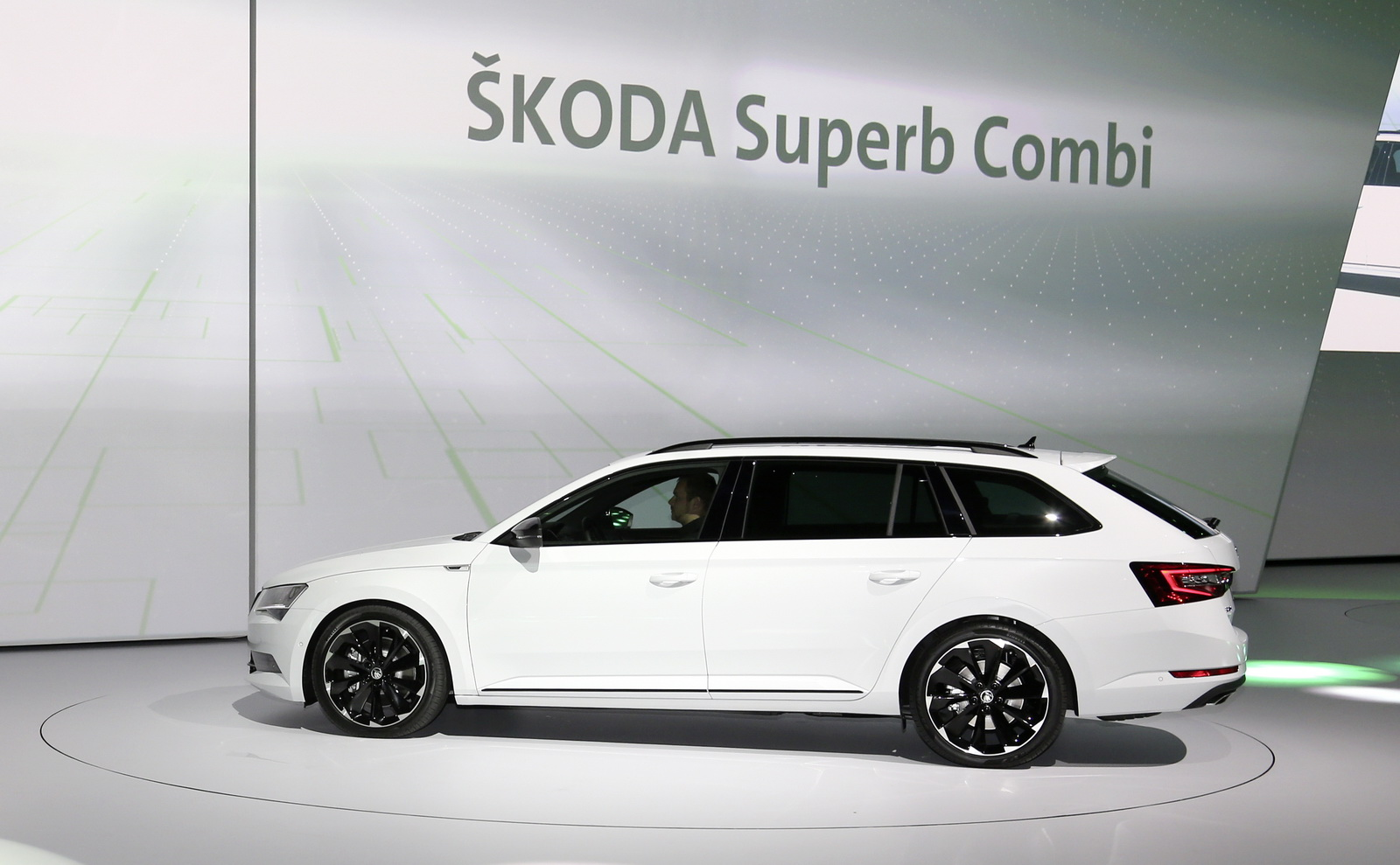 frankfurt 2015 skoda superb combi sportline 2016 live photos and video garage car. Black Bedroom Furniture Sets. Home Design Ideas