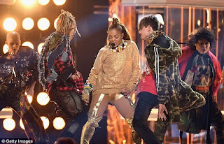 Photos from Janet Jackson's sexy and electrifying performance at the Billboard Music Awards 5