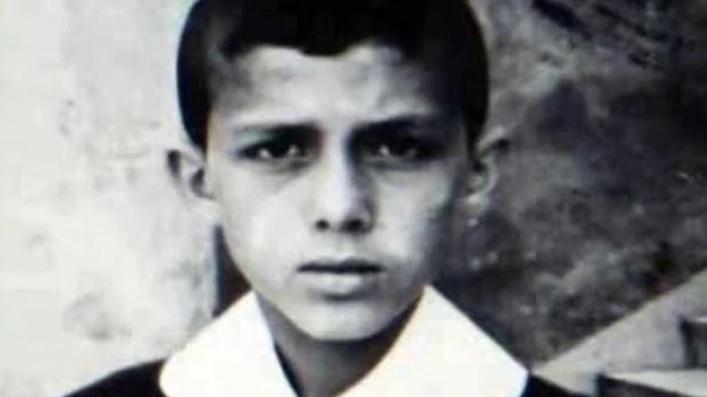 Αναγνωρίζετε το τσο=γλα=νάκι; Ποιος είναι ο μικρός που πουλούσε κουλούρια για να επιβιώσει και σήμερα, απειλεί κάθε μέρα την Ελλάδα