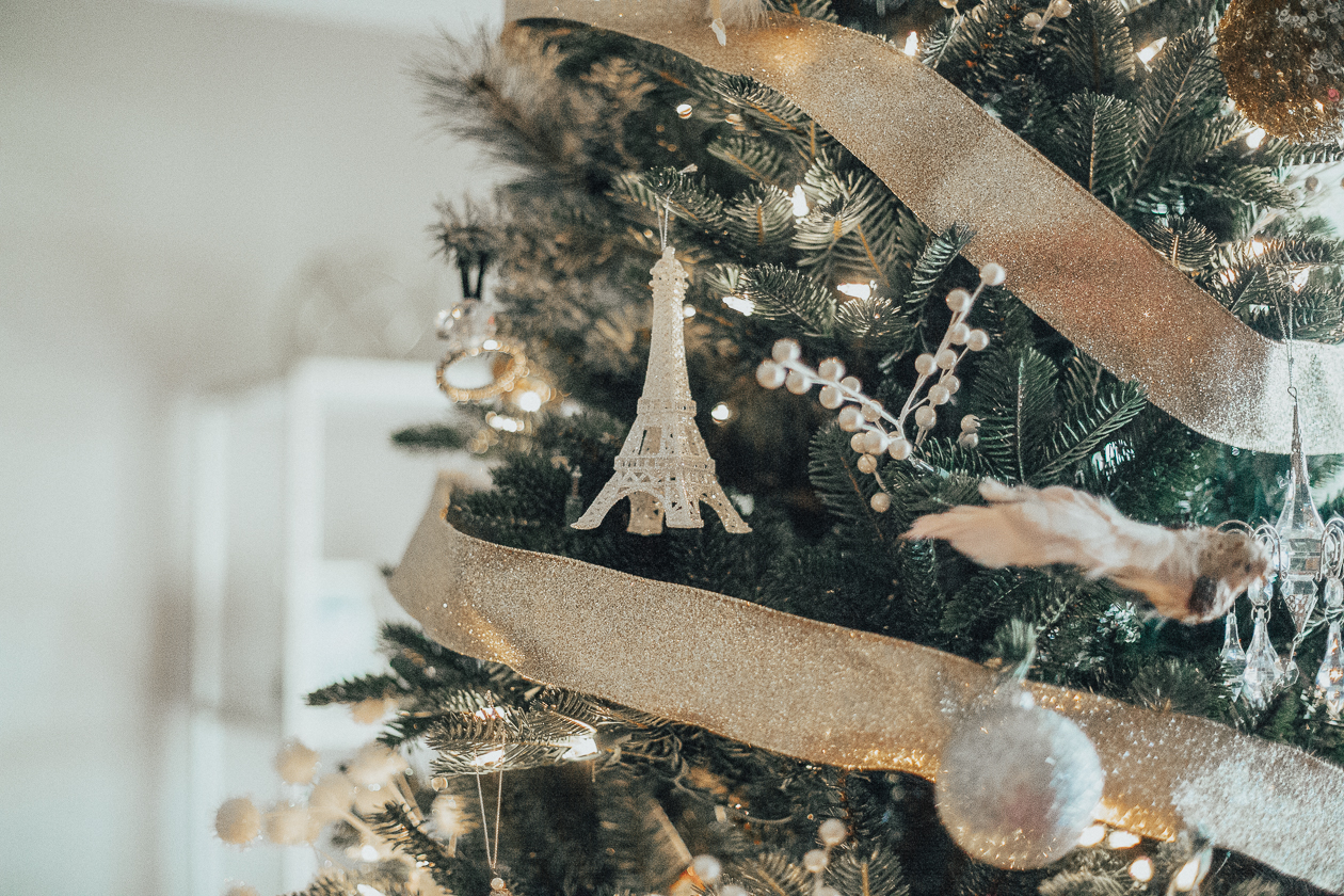 vvlife and messy hair, christmas decor hack, xo samantha brooke, christmas decor, home decor, pier 1 stylelife and messy hair, christmas decor hack, xo samantha brooke, christmas decor, home decor, pier 1 style