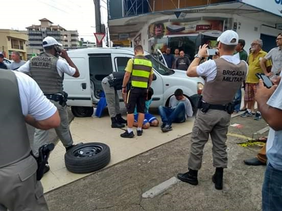 CACHOEIRINHA | Após perseguição, Brigada Militar recupera carro roubado