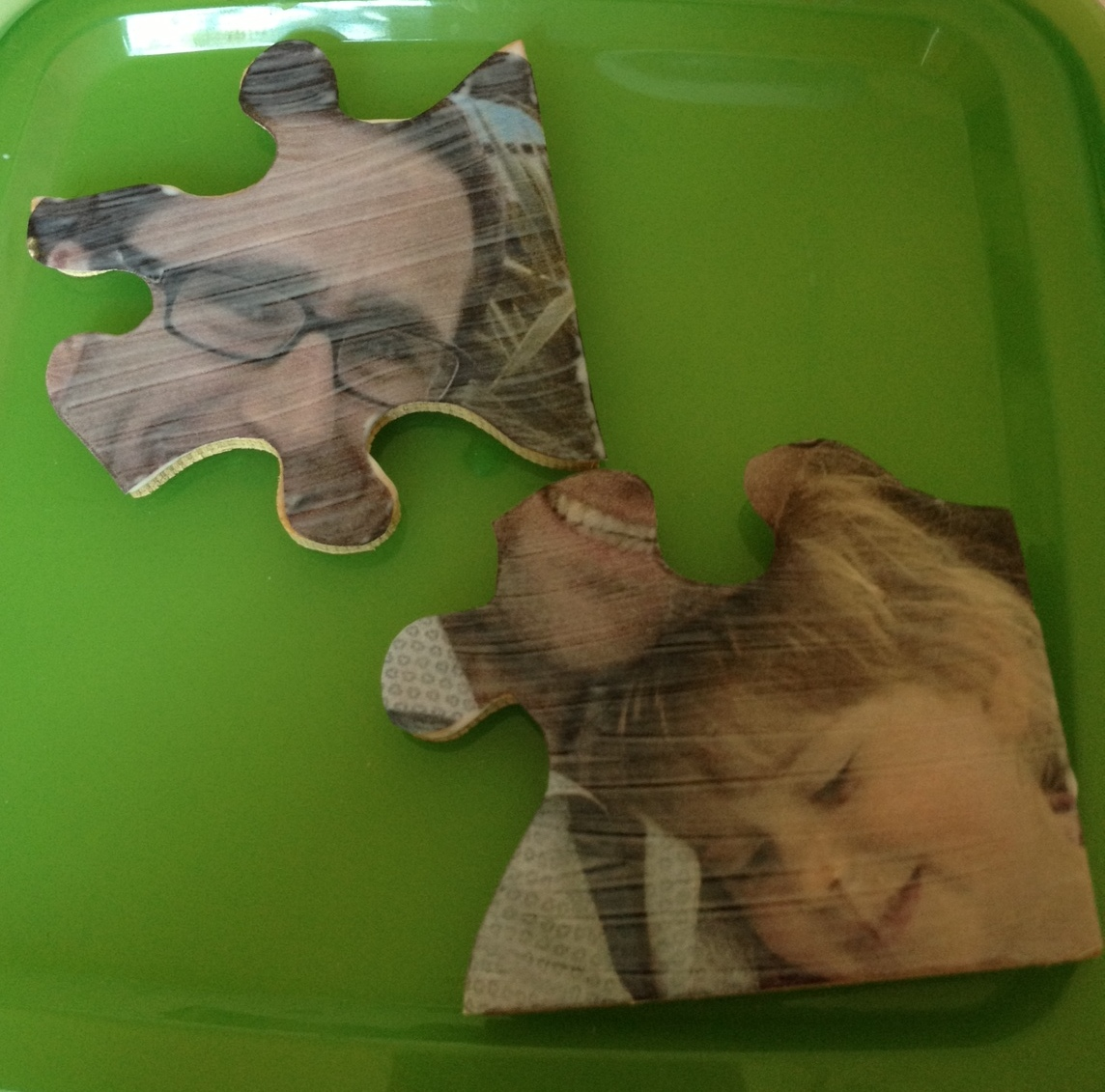 Me and my shadow: Upcycled Jigsaw Puzzle Pieces - How to make photo