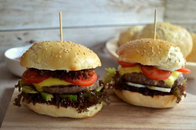 julias zuckers e kuchenwelt homemade burger buns burger br tchen einfach selber backen. Black Bedroom Furniture Sets. Home Design Ideas
