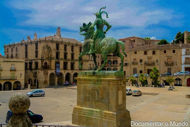 Estátua equestre de Francisco Pizarro; Trujillo