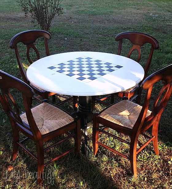 Painted checkerboard table set at www.diybeautify.com