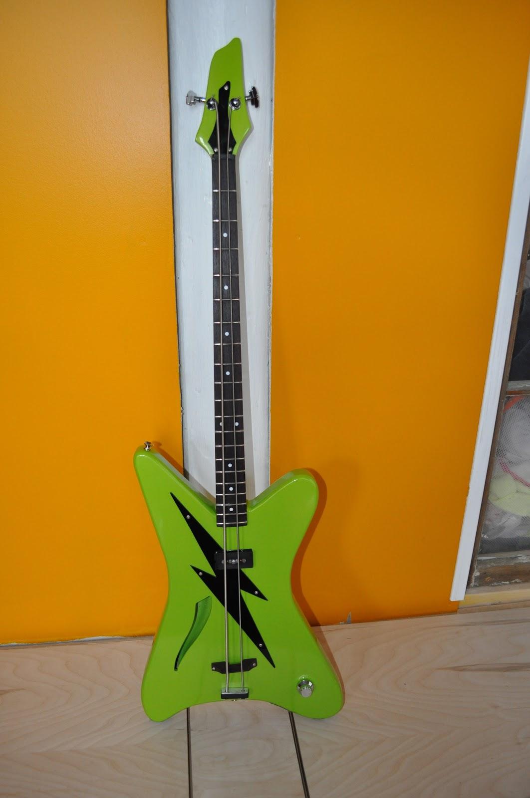 the guitar garage 2 string shortscale microbass custom built kid 39 s bass. Black Bedroom Furniture Sets. Home Design Ideas