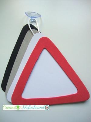 Triángulos en cartón,cartulina y goma eva para Familia a Bordo
