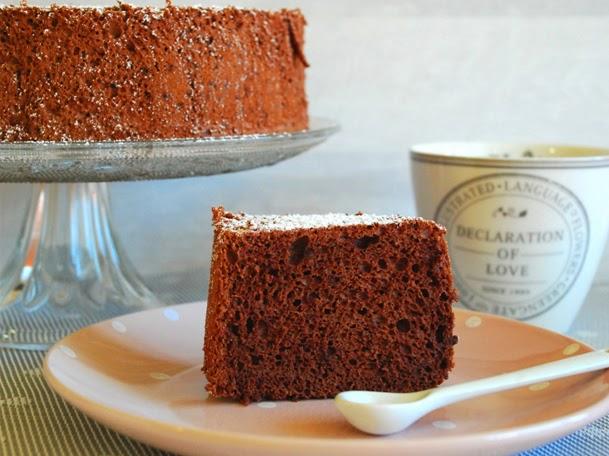 http://www.thepinkcakefactory.com/2014/07/angel-food-cake-de-xocolata.html