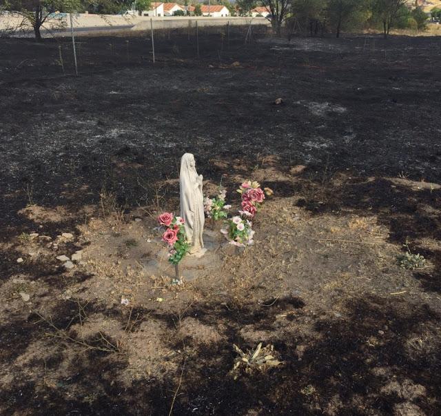 Sau vụ hỏa hoạn, Tượng Đức Mẹ không hề hấn gì một cách phi thường