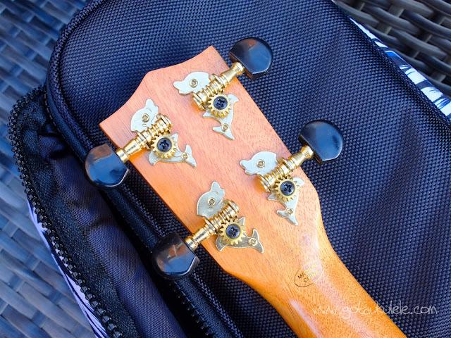 Mahalo U320B Baritone ukulele tuners