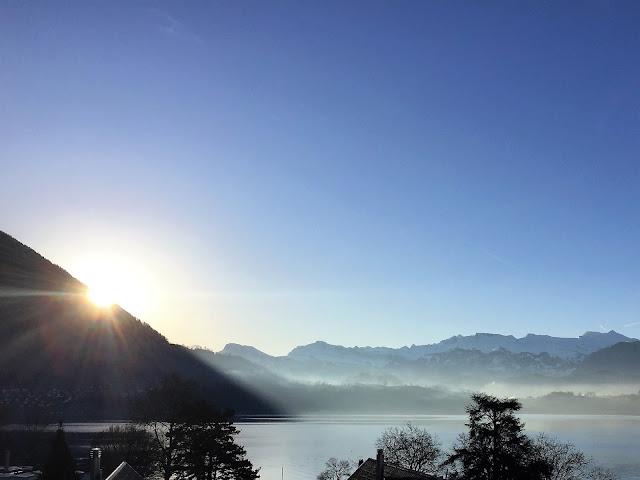 Aussicht mit Sonnenaufgang und Vierwaldstättersee