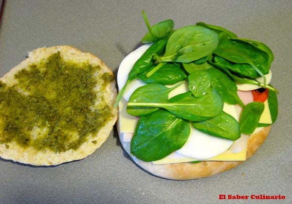 Super bocadillo de pavo, queso, tomates secos, espinacas y pesto-5