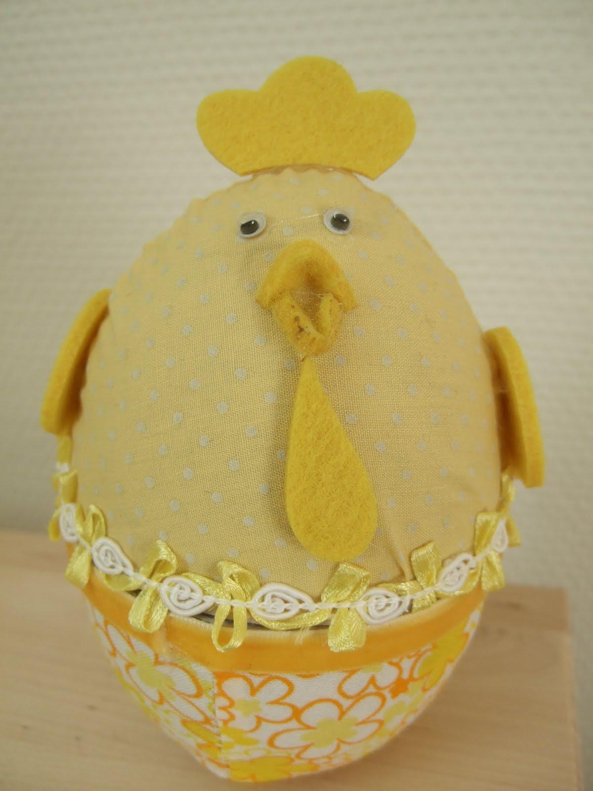 kycklingen piper i ägget
