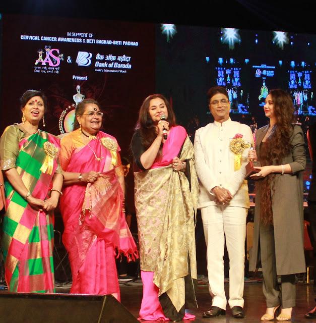 Varsha Goel, Singer Usha Uthup, Salma Agha, Virendra Kumar Goel and Sasha Agha
