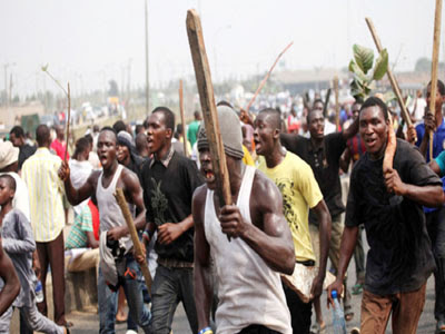 PDP Thugs Abduct Obaseki Supporters, Campaign Vehicles