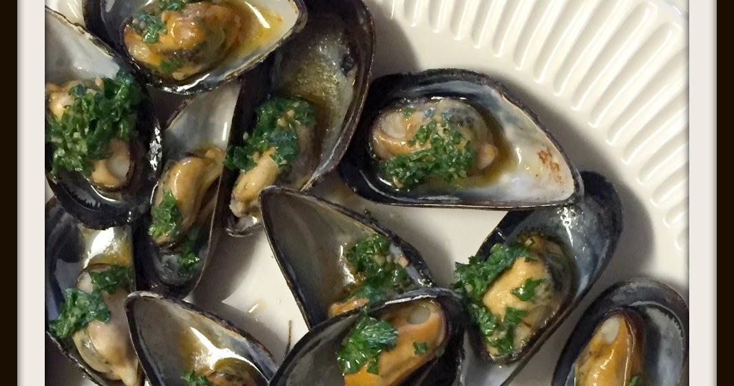 Cookaholic Wife: Broiled Mussels