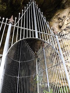 Majd megláttuk a barlang szörnyét...