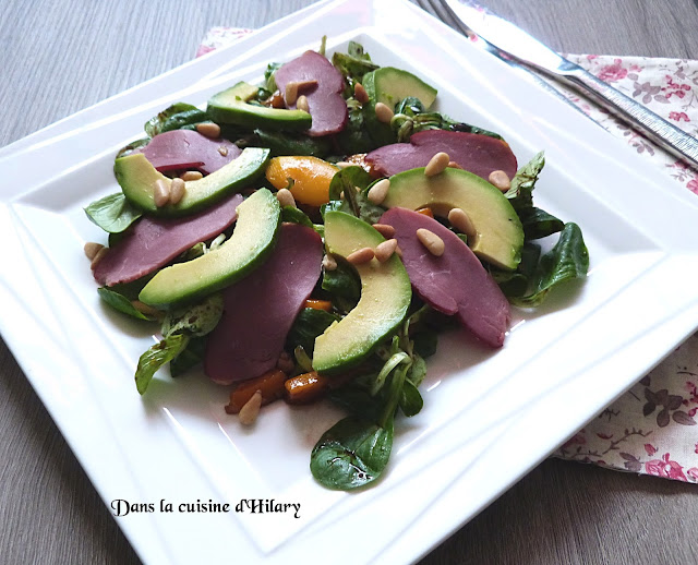 Salade gourmande mâche, avocat, mangue et filet de canard fumé - Dans la cuisine d'Hilary