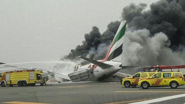 Video Pesawat Emirates Terbakar Selepas Mendarat Cemas
