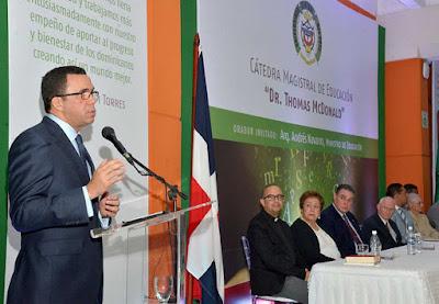 Andrés Navarro destaca importancia de la investigación en las universidades
