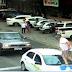 Vereador passa por cima de capô de carro parado na faixa de pedestre em SC