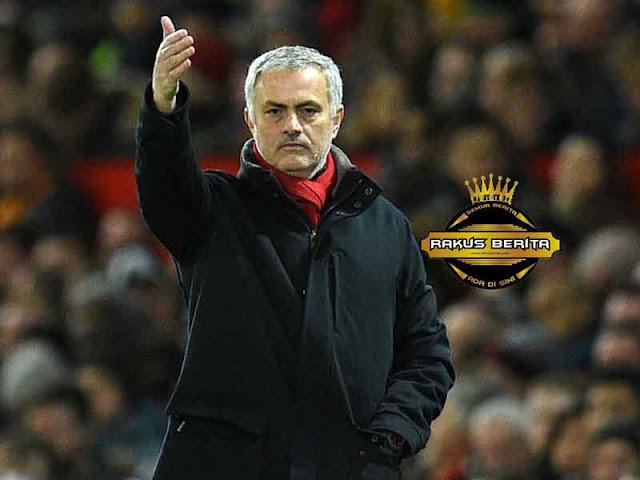Walau Premier League Sudah Berakhir, Mourinho Optimis Bisa Menangkan Semua Trofi