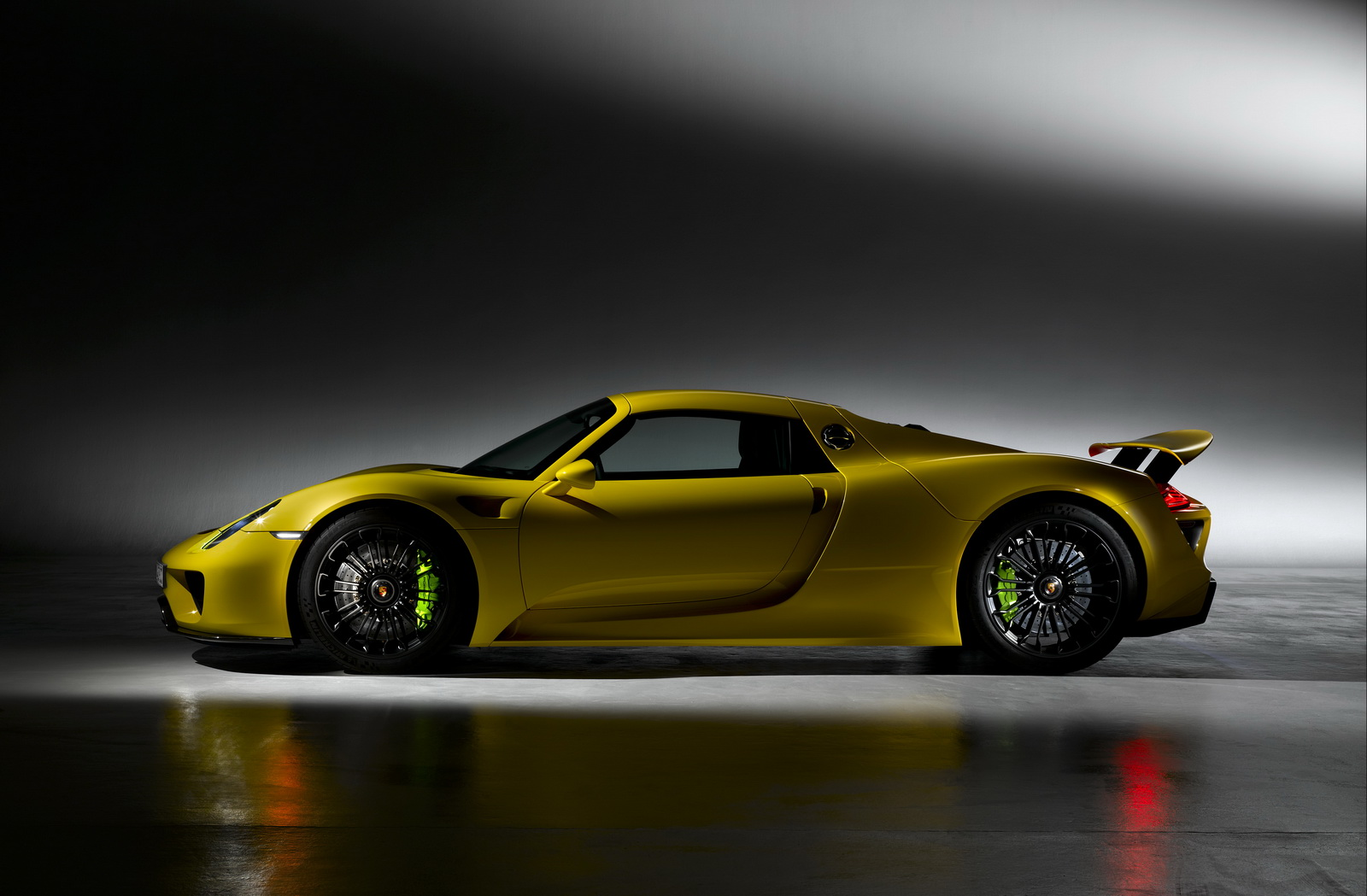porsche 918 parts pricelist revealed it s eye watering. Black Bedroom Furniture Sets. Home Design Ideas