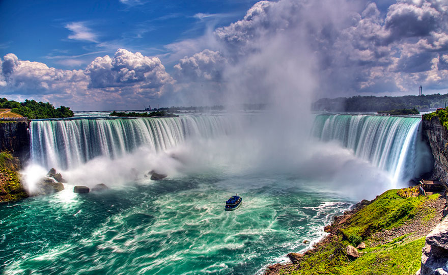 Travel Expectations Vs Reality (20+ Pics) - Admiring The Glorious Niagara Falls, Which Marks The Border Between Canada And USA
