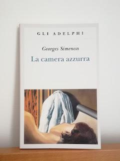 La camera azzurra Georges Simenon recensione Felice con un libro