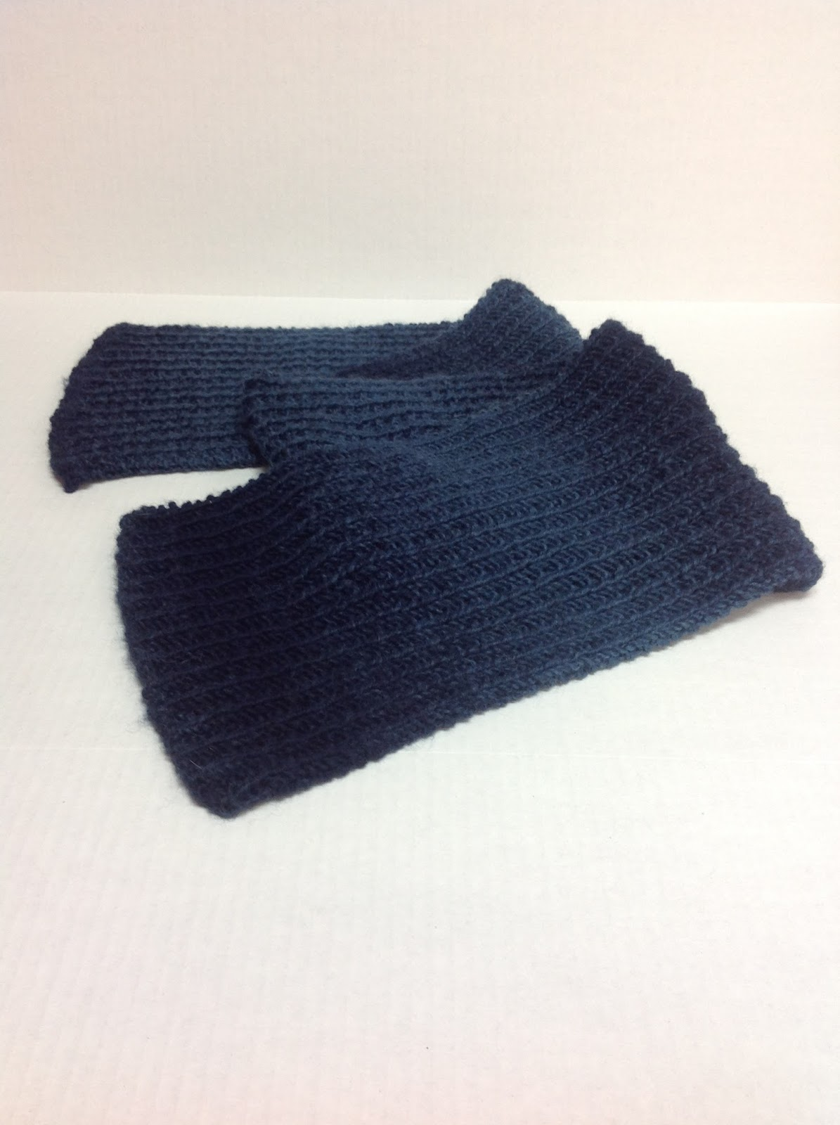 Undeniable Glitter: Navy Ribbed Scarf