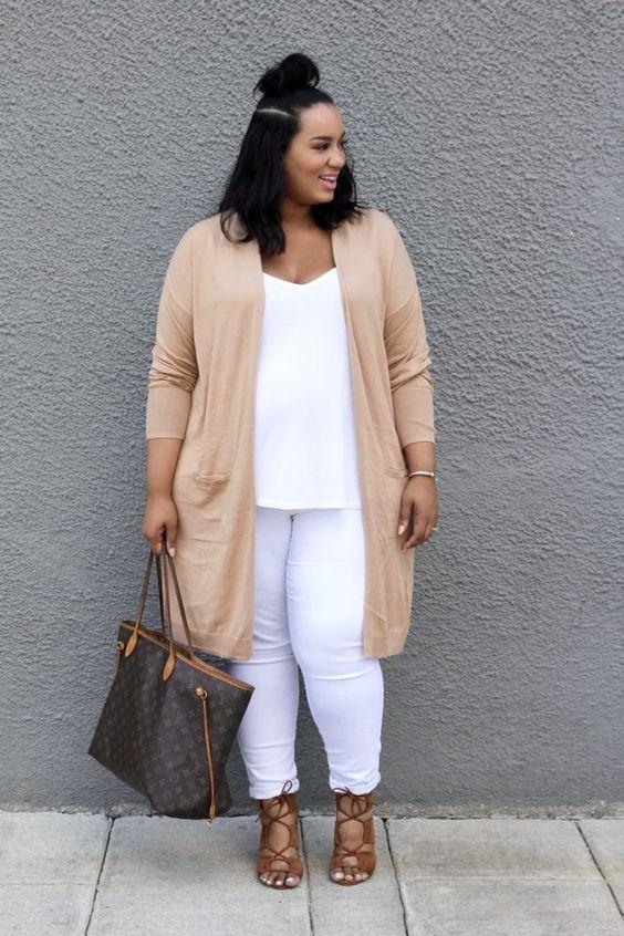 08e4c844 ¿Cómo combinar jeans rasgados si soy gordita? Look con jeans para mujeres  gorditas