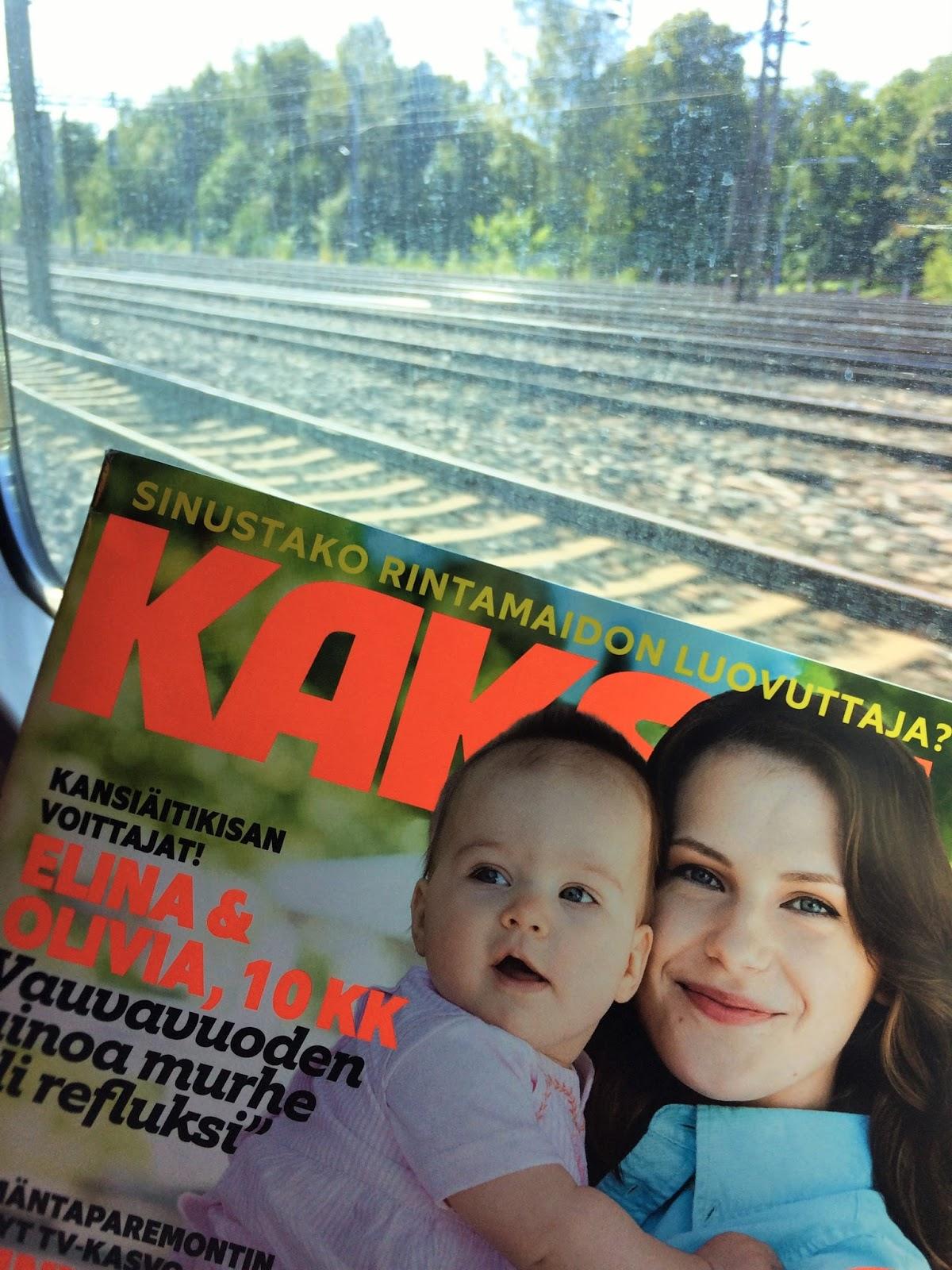 äiti junassa
