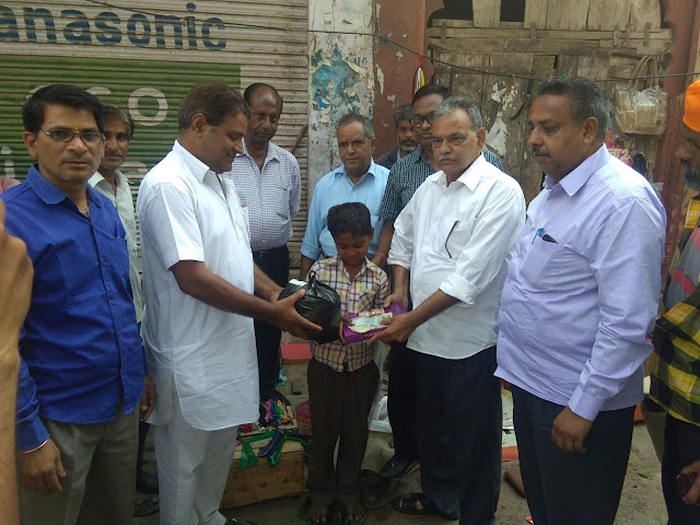 दिवाली पर खुशियो की सौगात बनी समता आन्दोलन की हर इंसान एक समान की पहल की 10 वर्षीय बच्चे की मदद। LATEST NEWS IN HINDI