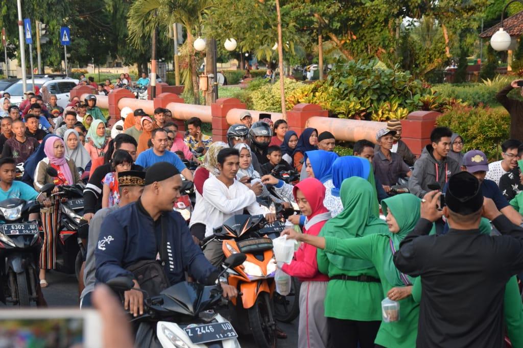 Di Pangandaran, istri TNI/Polri Turun Ke Jalan. Ada Apa ?