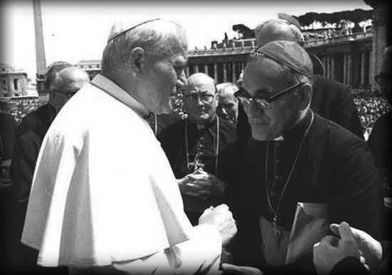 El desinterés del Papa Juan Pablo II y el asesinato de Oscar Arnulfo Romero.