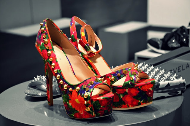 high-heeled-shoes