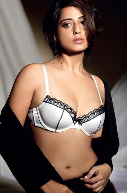 Mahie-Gill-hot-Photoshoot-Maxim-India-October+2012+(2)