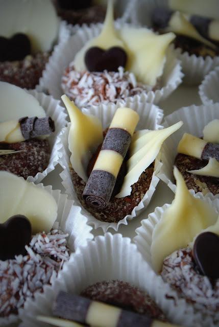 trufle,wypieki urodzinowe,proste wypieki,łatwe wypieki,bez pieczenia,kulki kokosowe,kulki orzechowe (1)