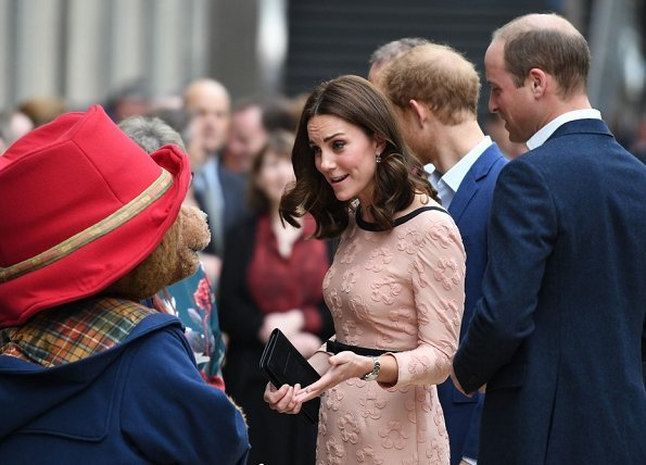 Kate Middleton wore Orla Kiely Piped Marian dress, Tod's Pumps, Merci Maman necklace and carried Mulberry
