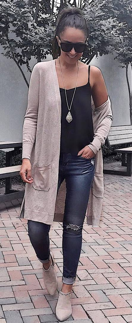 outfit idea: cardigan + black top + skinny jeans + boots