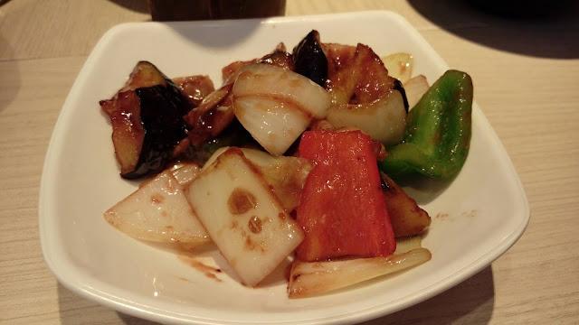 【新加坡美食】胡姬飯店Orchid hotel旁的日本料理「餃子王」