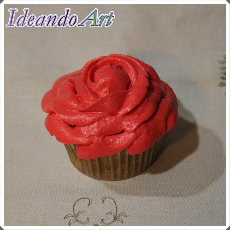 Cupcake zanahoria con rosa cream cheese icing
