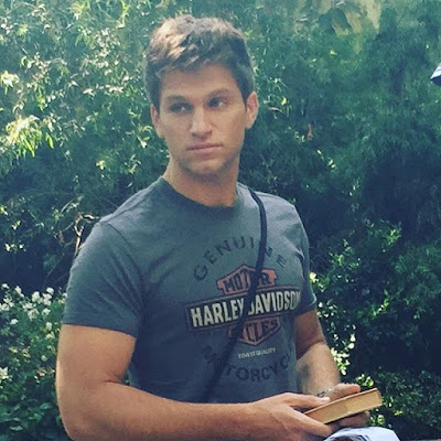 "PLL behind-the-scenes Keegan Allen (Toby) filming 7x10 summer finale ""The DArkest Knight"""