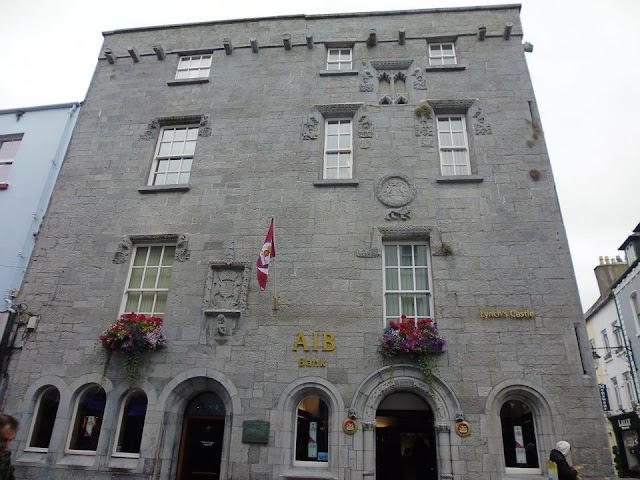 Lynch Castle, la antigua mansión de la familia Lynch, una de las 14 tribus de Galway (Irlanda) (@mibaulviajero)